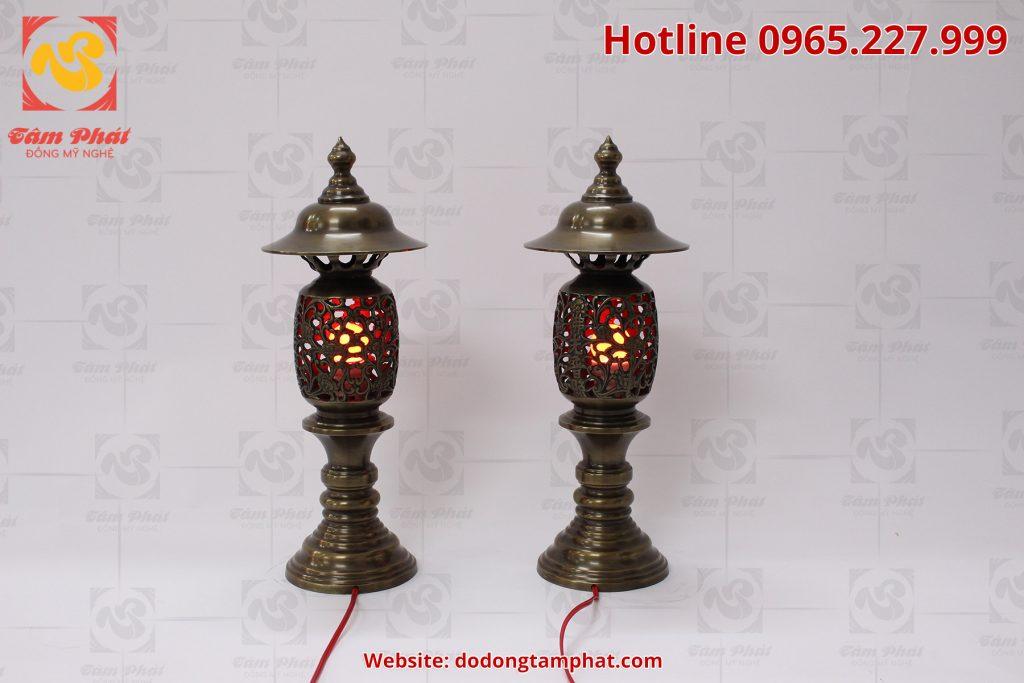 Đôi đèn thờ bằng đồng màu hun xanh giả cổ cao 55cm