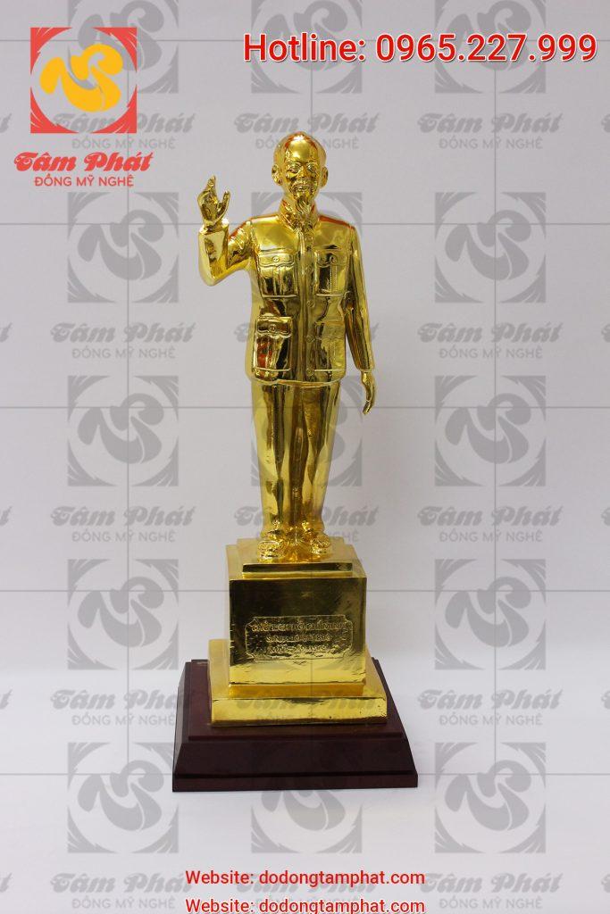 Tượng Bác Hồ vẫy tay chào cao 50 cm mạ vàng 24k