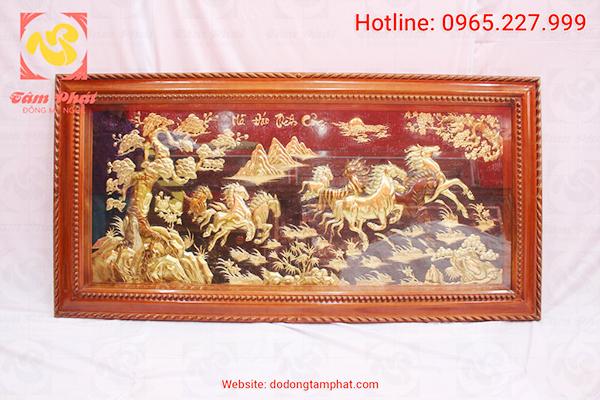 Một bức tranh đồng mạ vàng được chạm khắc vô cùng tinh xảo và nhiều kỹ thuật.