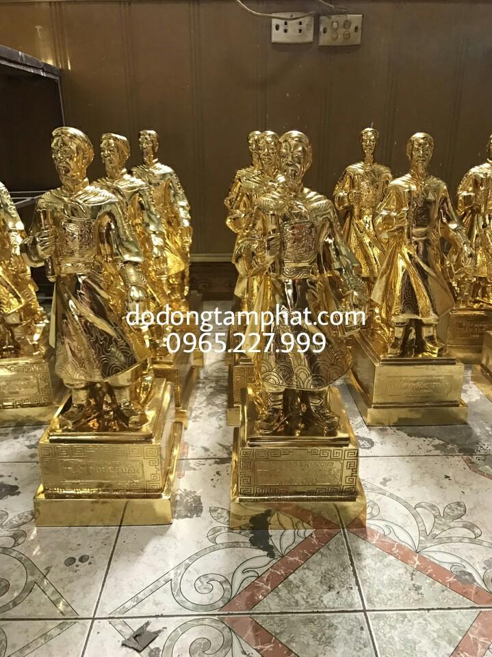 Quà tặng tượng đồng Trần Quốc Tuấn mạ vàng 24K đẹp tinh xảo