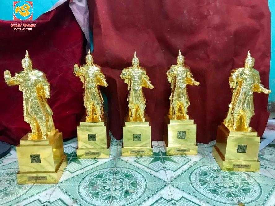Tượng đồng Vua Quang Trung 70cm – mạ vàng 24K vinh danh vị anh hùng dân tộc.