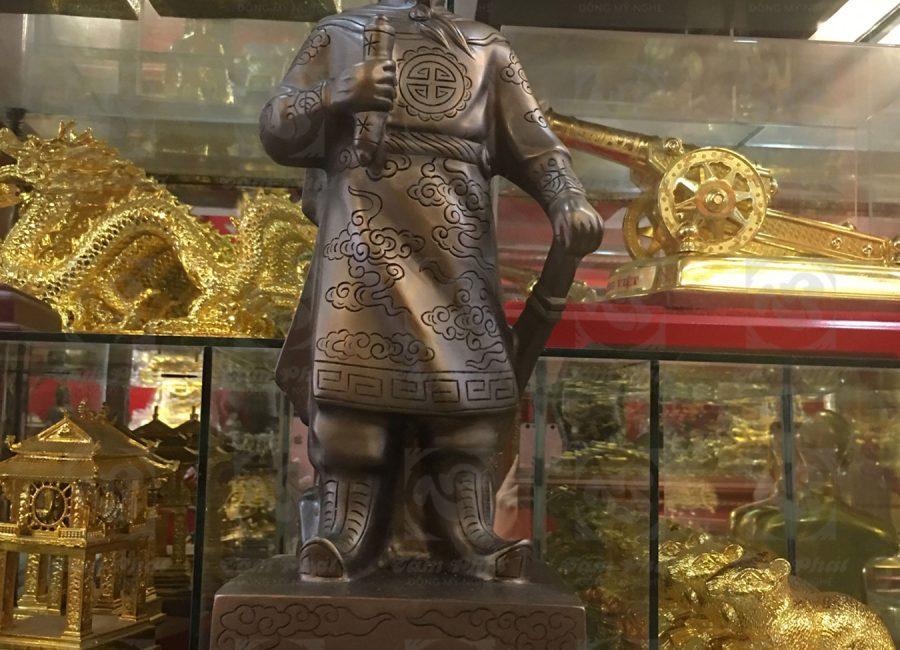 Tượng đồng đỏ Trần Hưng Đạo xuống màu giả cổ 60cm.
