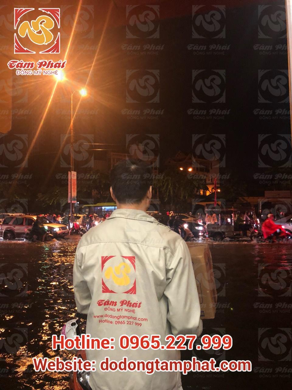 Giao hàng trong mùa mưa lũ tại Tâm Phát