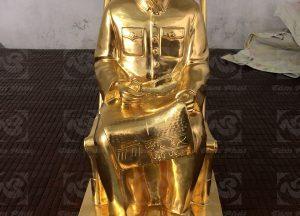 Tuong-bac-ho-ngoi-doc-bao-nhan-dan-xa-luan-thiep-vang-cao-60cm-3