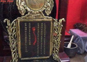 Bài vị bằng đồng cao 37cm, màu sắc cổ điển