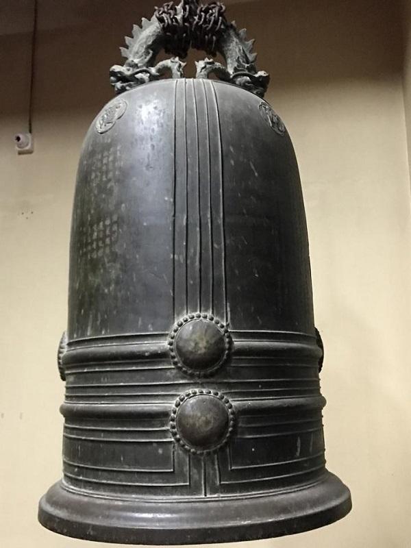 Chuông đồng Đại Hồng chung cao 1m6, màu đen
