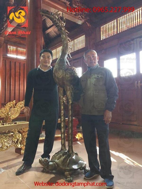 Hạc đồng cỡ lớn, hun giả cổ đặt tại nơi thờ cúng tâm linh