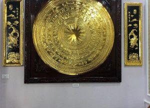 Tranh mặt trống đồng mạ vàng khung gỗ 1m