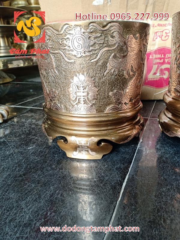 Bát hương bằng đồng đỏ chạm nổi hoa văn Rồng và chữ Thọ