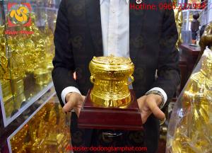 Tặng phẩm trống đồng Ngọc Lũ đường kính 15cm thếp vàng