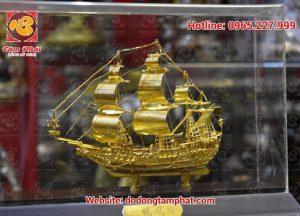Thuyền buồm phong thủy bằng đồng mạ vàng - quà tặng cao cấp