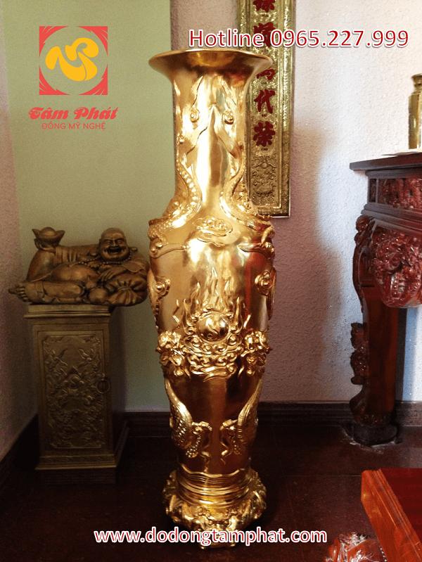 Lọ lục bình bằng đồng thếp vàng cao 1m5 hoa văn rồng nổi