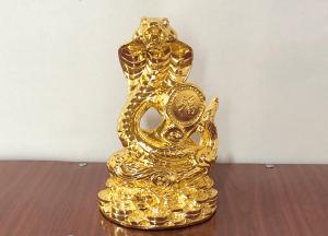 Tượng rắn phong thủy cuộn chữ Phúc bằng đồng thếp vàng
