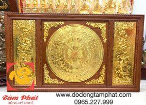 tranh-mat-trong-dong-son-va-hoa-sen-dat-vang-9999-khung-go-2m31-x-1m2-1