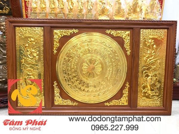 tranh-mat-trong-dong-son-va-hoa-sen-dat-vang-9999-khung-go-2m31-x-1m2-4