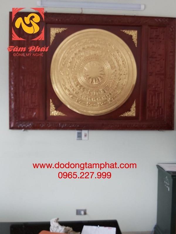 mat-trong-dong-dong-sơn-dat-vang-9999-khung-go-1