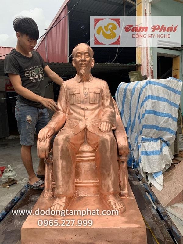 tuong-bac-ho-ngoi-ghe-may-bang-dong-do-mau-moc-cao-1m38-nang-450kg-2
