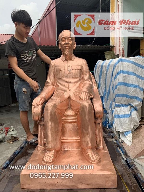 tuong-bac-ho-ngoi-ghe-may-bang-dong-do-mau-moc-cao-1m38-nang-450kg-3