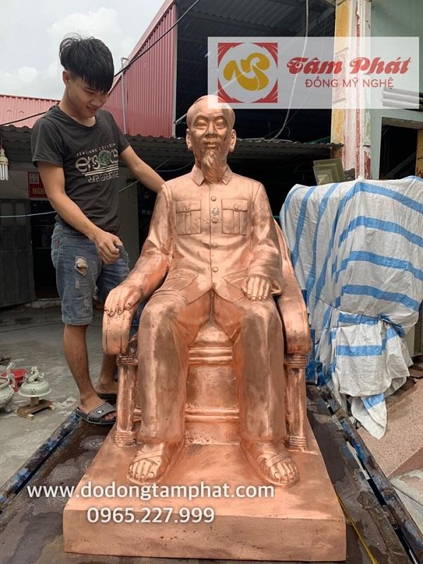 tuong-bac-ho-ngoi-ghe-may-bang-dong-do-mau-moc-cao-1m38-nang-450kg-4