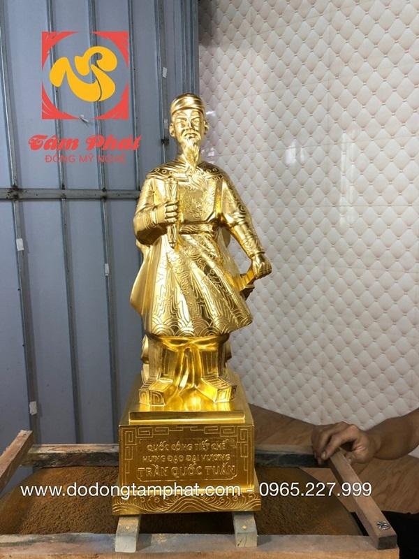 tuong-duc-thanh-tran-hung-dao-dat-vang-9999-1