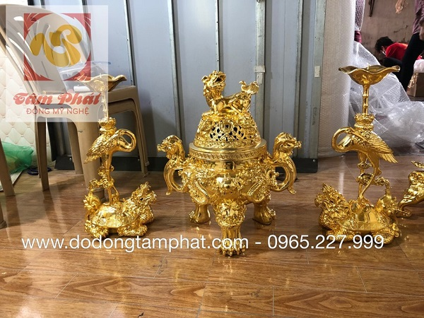 Bộ đồ thờ mang nét đẹp thiêng liêng mạ vàng sắc nét