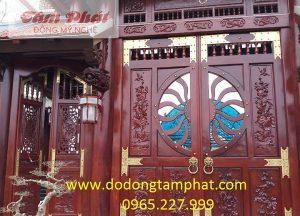 Lắp đặt cổng, trụ cầu thang, lan can cửa sổ bằng đồng mạ vàng cho biệt thự
