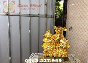 Linh vật chuột phong thủy ôm chồng Kim Nguyên Bảo mạ vàng