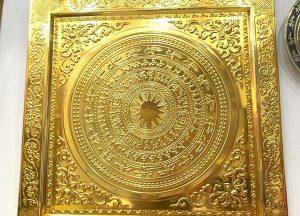 Mặt trống đồng Ngọc Lũ thếp vàng khung liền đồng