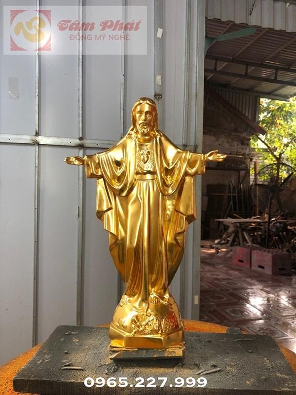 Tượng đồng Chúa Giê-Su dang tay bằng đồng thếp vàng