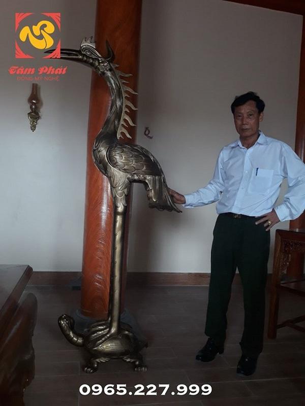 Đôi hạc chầu cỡ lớn chế tác từ đồng vàng lắp đặt cho đình chùa