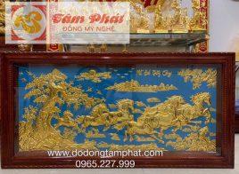 Tranh Bát Mã bằng đồng dát vàng kích thước 2,31m x 1,2m