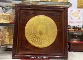 Tranh mặt trống đồng thếp vàng khung gỗ chạm cánh Dơi