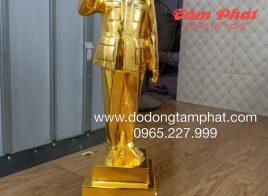 Tượng Bác Hồ bằng đồng đỏ dát vàng vẫy tay chào cao 70cm