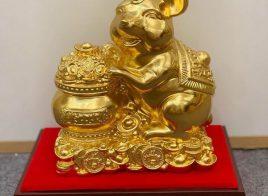 Tượng chuột tài lộc thịnh vượng ôm chậu tụ bảo mạ vàng
