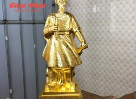 Tượng Đức Thánh Trần Hưng Đạo dát vàng 9999