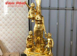 Tượng Quốc Mẫu Âu Cơ và các con dát vàng