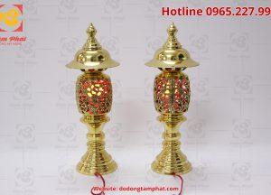 Đôi đèn thờ bằng đồng hình quả dứa màu vàng cao 50 cm