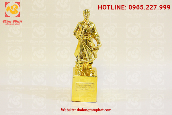 Tượng đồng Trần Hưng Đạo được làm bằng đồng vàng mang tính thẩm mỹ cao.