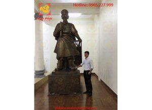 tuong-dong-Tran-Hung-Dao-kich-thuoc-lon-1-768x1024