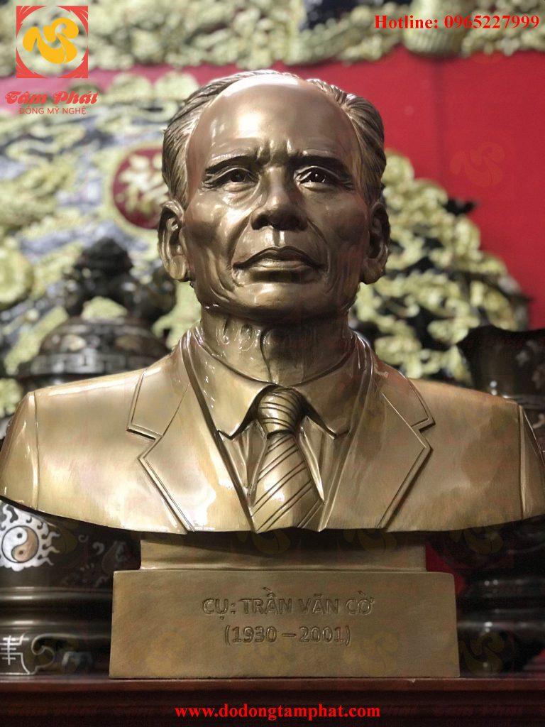 Tượng truyền thần cụ Trần Văn Cừ cao 42cm đồng đỏ đầy thần thái.