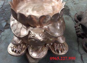 Linh vật Rùa đứng trên tiền xu, chế tác từ đồng đỏ nguyên chất