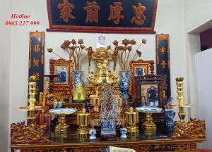 Bộ đồ thờ tam sự bằng đồng mạ vàng, đỉnh chạm hoa văn chữ Thọ