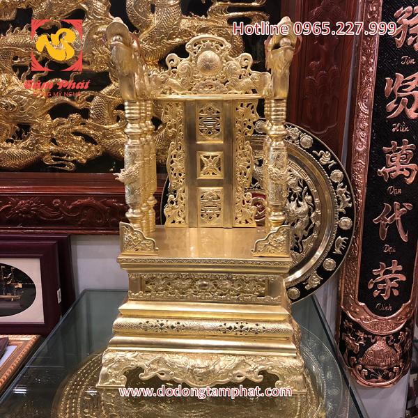 Ngai thờ đẹp bằng đồng mạ vàng hoa văn tinh xảo
