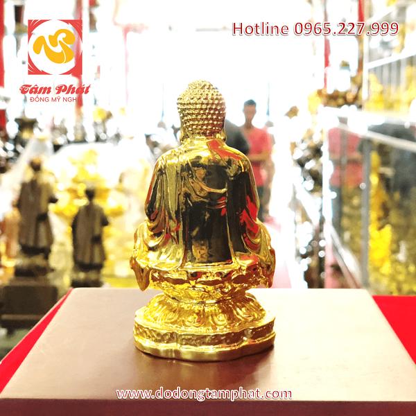 Tượng Phật A Di Đà bằng đồng thếp vàng cao 12cm đặt trên xe hơi