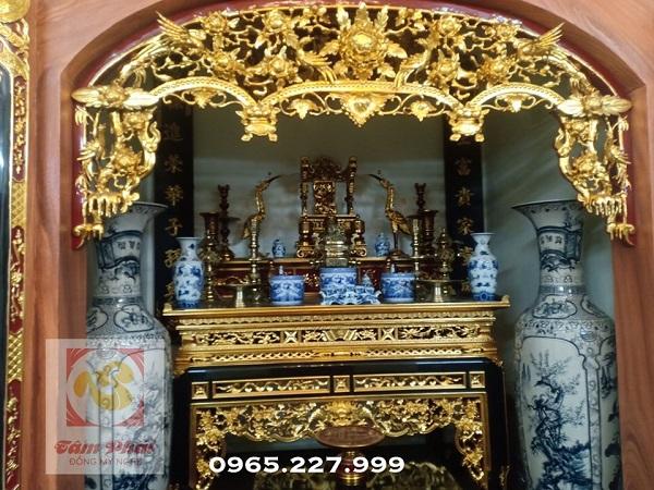 Trang trí gian thờ bằng đồ đồng thờ cúng truyền thống