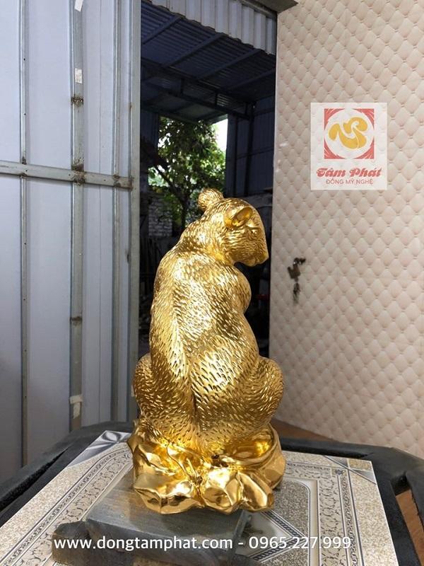 Tượng chuột phong thủy mạ vàng ôm tiền tài phú quý