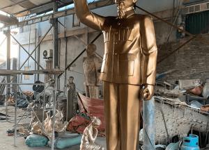 Tượng Bác Hồ vẫy tay chào bằng đồng cao 3m