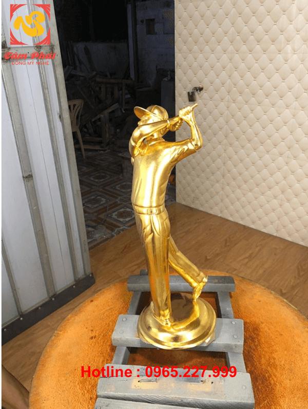 Tượng đồng vận động viên đánh golf dát vàng cao 48cm