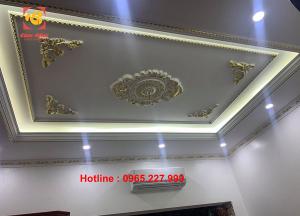 Dát vàng trần nhà nội thất tại nhà khách sang trọng tinh xảo