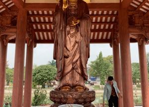 Lắp đặt tượng Quan Thế Âm bồ tát bằng đồng cao 3m nặng 1500kg dát vàng điểm cho chùa.!